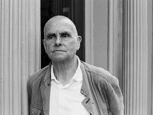 hans joachim roedelius, un compositeur allemand de musique électronique pionnier de la musique expérimentale et de l'ambient, figure centrale du krautrock