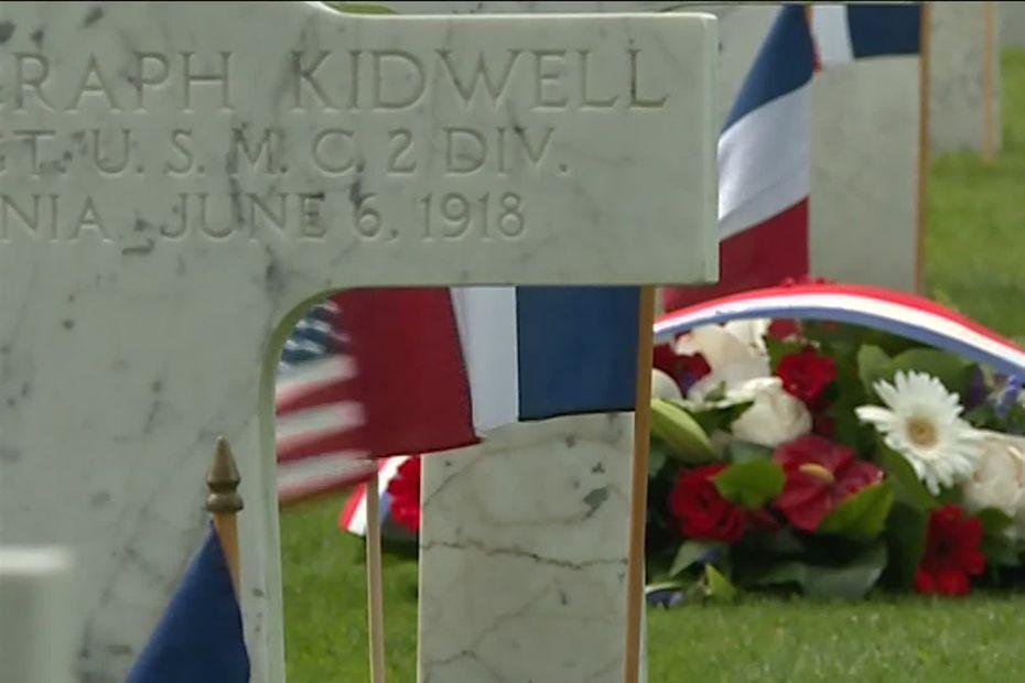 En juin 1918, plus de 1800 soldats américains sont morts lors de la bataille du Bois Belleau dans l'Aisne. Ils sont inhumés dans le cimetière américain situé sur les lieux des combats. • © FTV