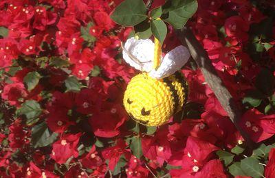 Une petite abeille