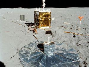 Les instruments laissés sur place par les astronautes de la mission Apollo 16. Photos : NASA