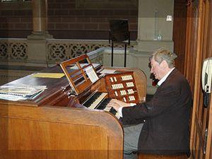 loïc mallié, un grand organiste français spécialiste de l'improvisation à rapprocher de pierre cochereau