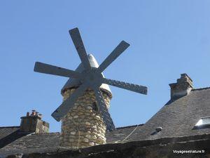 Moulins décoratifs dans le quartier Ste-Croix