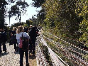 Des kilomètres de fil tirés sur la montée de Saint-Georges à Büyükada chaque 23 avril
