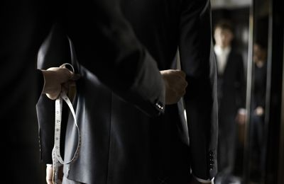 5 Common Mistakes Men Make While Wearing A Bespoke Tailor Made Suit