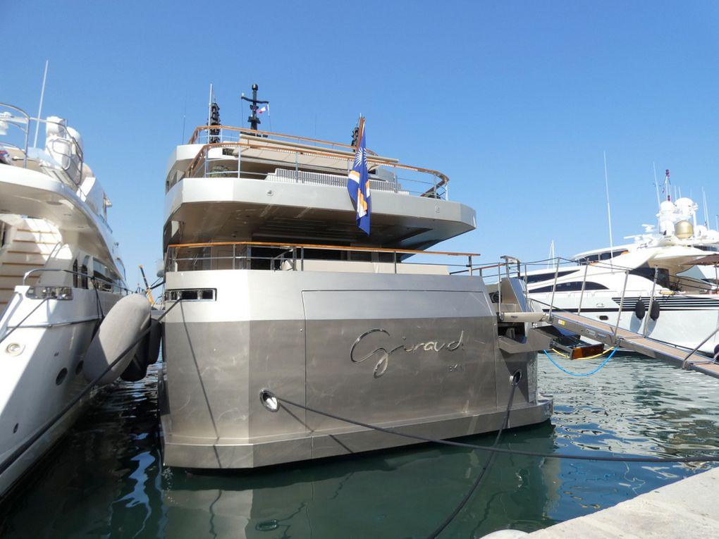 GIRAUD , a quai dans le port de Saint Tropez le 11 aout 2021