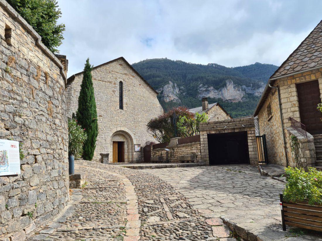 Haut lieu touristique de la Lozère, village médiéval tout en ruelles pavées