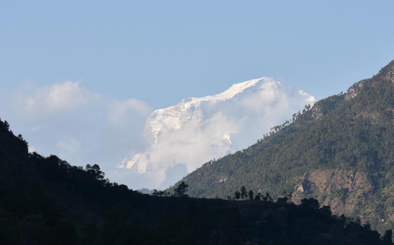 Route de Pokhara à Beni, première vue sur le Dhaulagiri 1