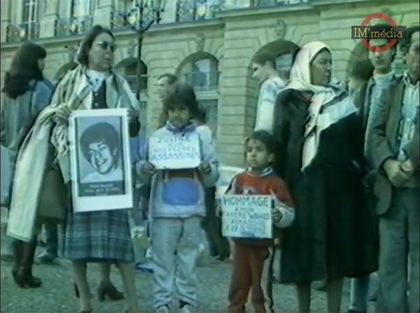 Les « FOLLES de la place Vendôme » contre les crimes racistes ou sécuritaires