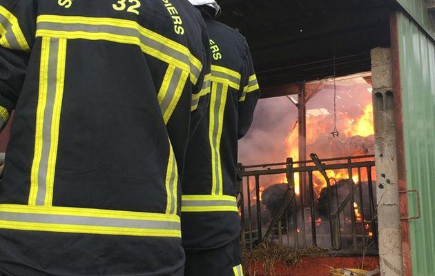Laveraët (32) - Un feu de hangar mobilise les pompiers du Gers toute la journée