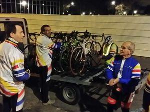Le chargement des vélos à Gournay et déchargement à Boulogne