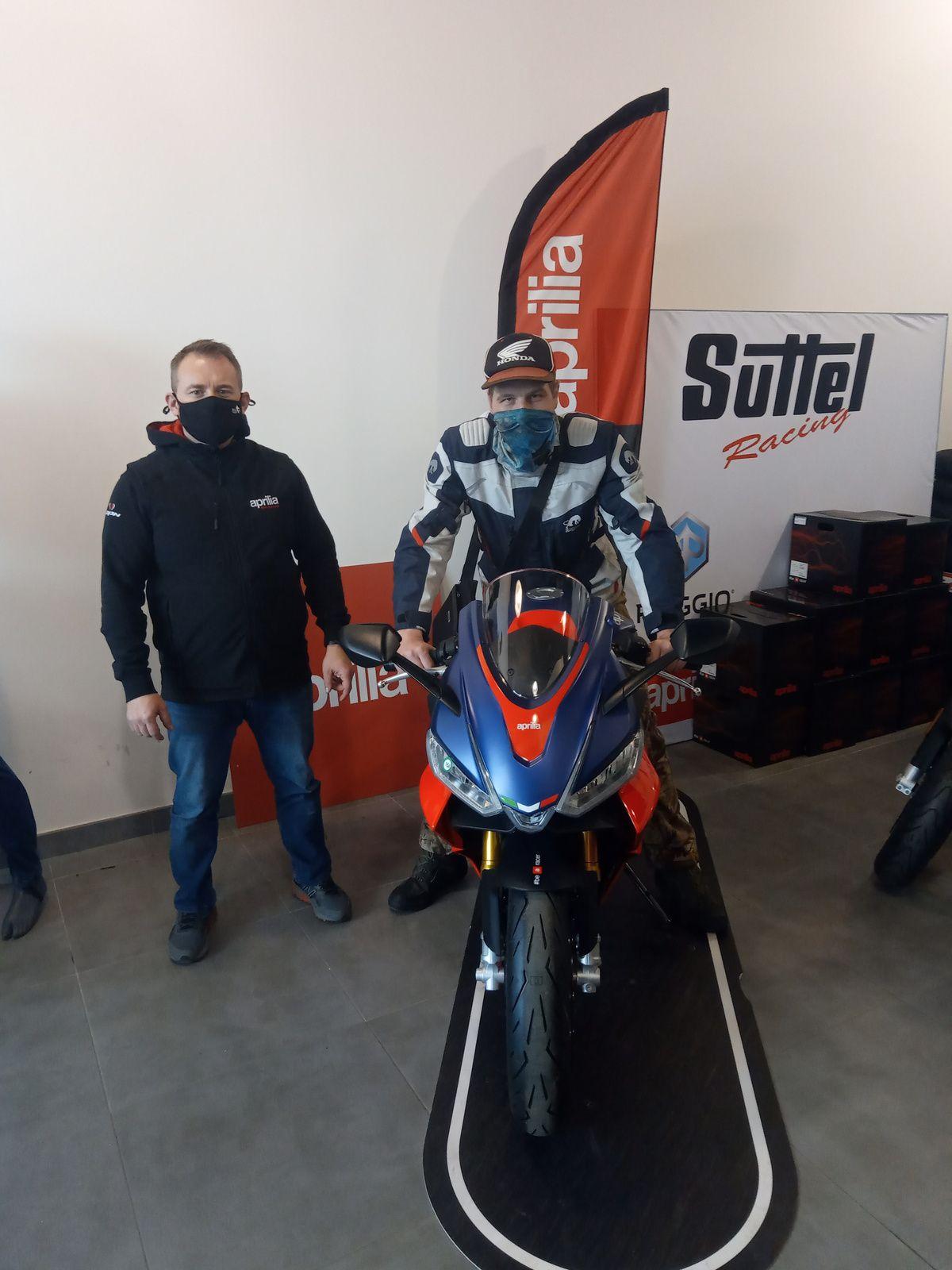 selfie prit chez suttel racing nîmes 17 mars après-midi sur rs660 aprilia