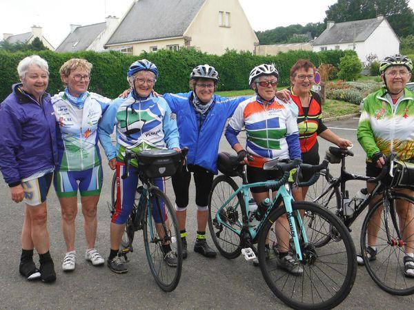 Musiciens à Mur-de-Bretagne ; les cyclos de Mur ; les flâneuses à Mur.