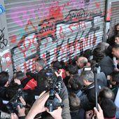 Contre les atteintes au droit de grève du gouvernement SYRIZA-ANEL, les syndicalistes et travailleurs du PAME ont pris d'assaut le Ministère du Travail à Athènes - Solidarité Internationale PCF