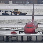 Belgique: 300 vols annulés à l'aéroport de Bruxelles à cause de la neige - MOINS de BIENS PLUS de LIENS