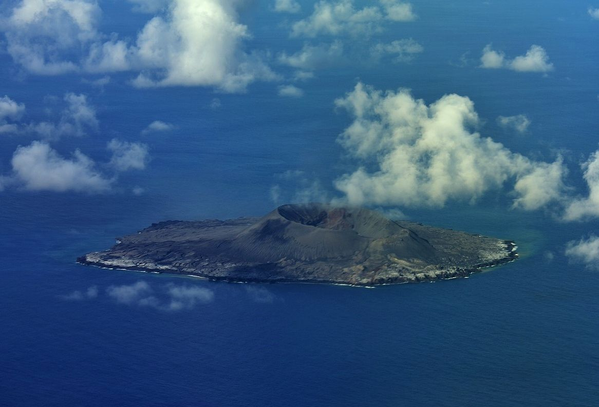 Nishinoshima, seen from the west on 08.16.2021 / 4:13 p.m. during the reconnaissance overflight by the JMA - Doc. 1.kaiho.mlit.go.jp