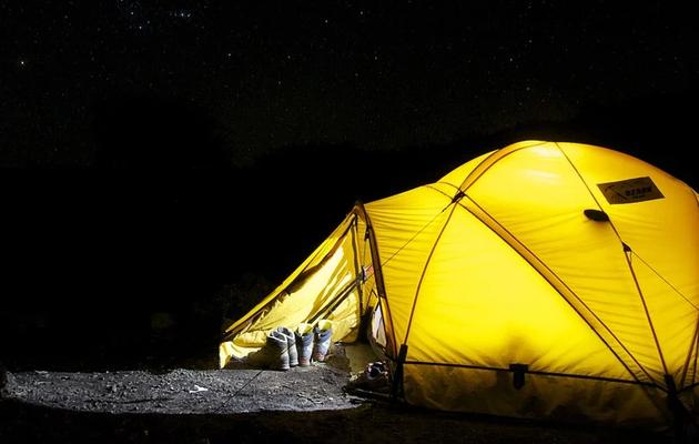 Conseils pour bien organiser une nuit à la belle étoile dans son jardin