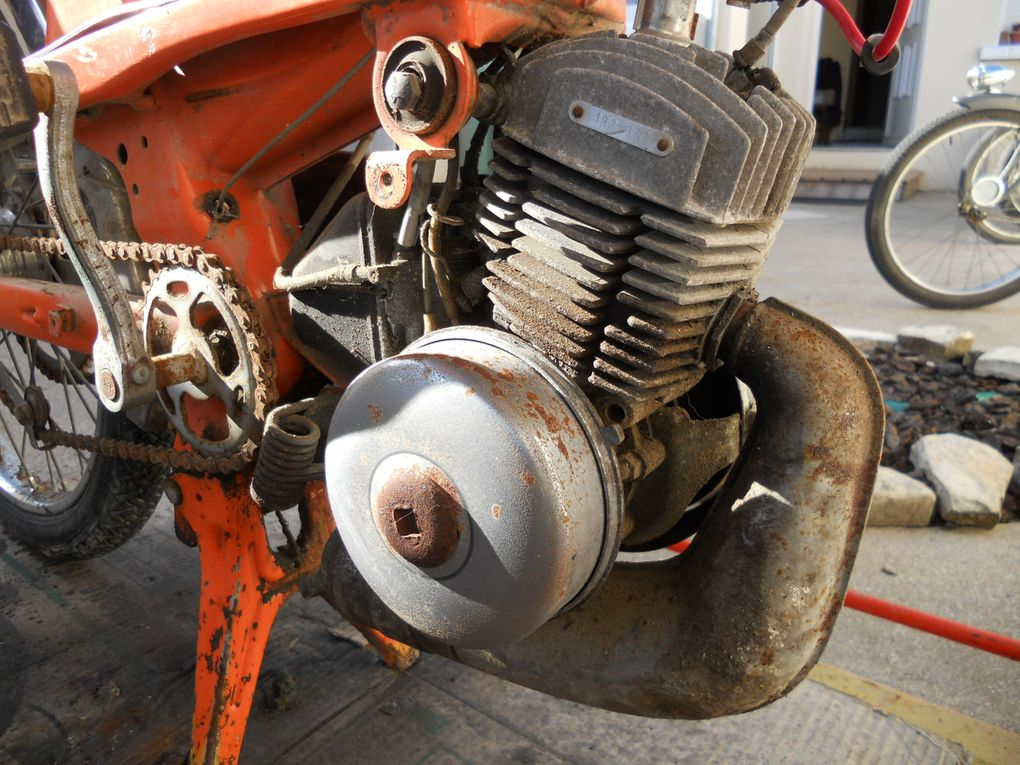 Motoconfort AU 40 VL du 29/07/1970 Année : 1974 N° Cadre : 450..... N° Moteur : 19..... Carburateur : Gurtner AR 2-12 705 11/74 Jante : Rigida année 1974