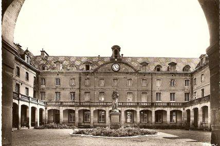 Quartier de la Croix-Verte : le Lycée Militaire d'Autun - LMA.