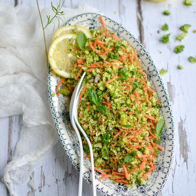 Taboulé 100% cru de brocoli, carotte, menthe et graines