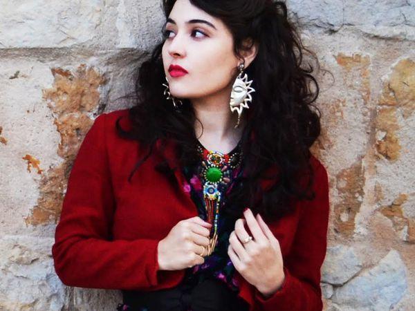 tatiana eva marie, son père lui fait découvrir le jazz et sa mère violoniste lui inculque les musiques traditionnelles de son pays la Roumanie