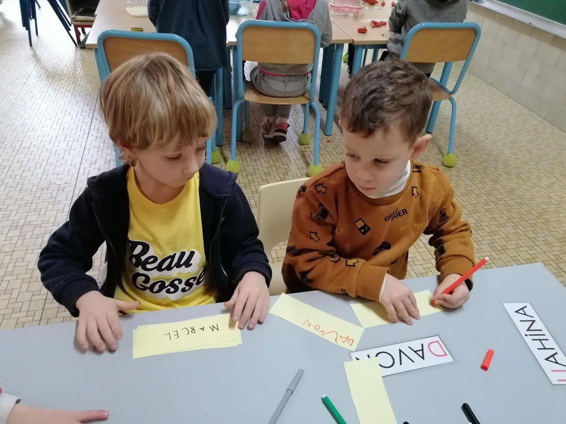 Un peu d'ECRITURE....écrire notre prénom en lettres majuscules en guise de signature!