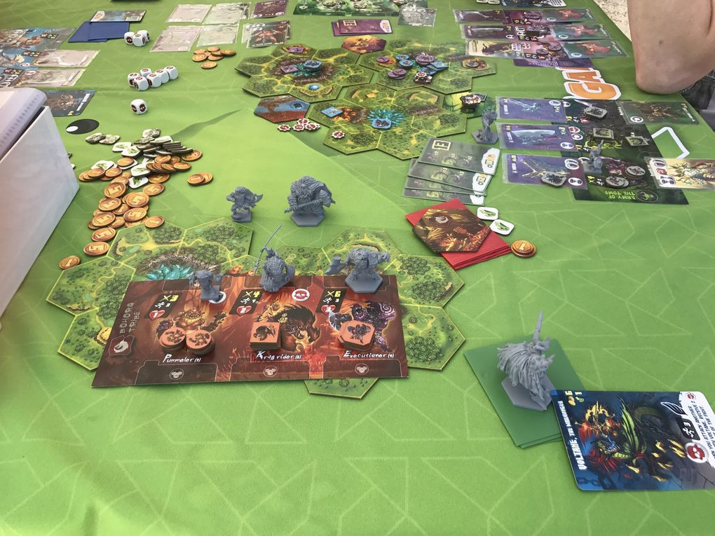 des versions pimpé de jeux et des jeux qui sortent juste après une campagne successfull ! Genesis et Clash of rage ! J'ai testé Genesis, bien mais cela manque de Thème fort à mon goût !
