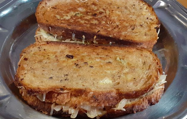 Grilled cheese ( oignons.boeuf haché et emmental)