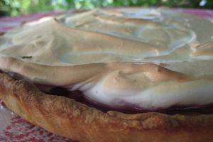 Une tarte aux fruits rouges meringuée....