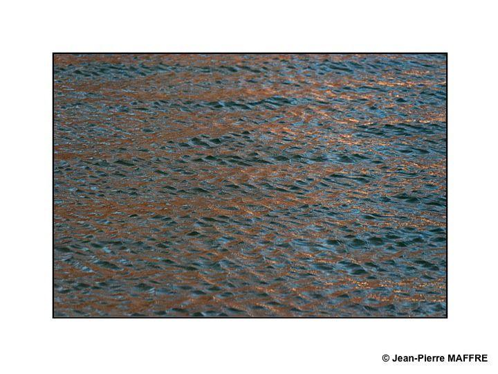 Un lac entouré d'arbres, une belle lumière et du vent ont été les éléments nécessaires pour réaliser ces images qui n'ont nécessité aucune modification dans Photoshop.