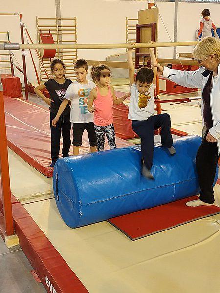 Les CP-CE1 à l'USEP : Jeux d'opposition et activités gymniques