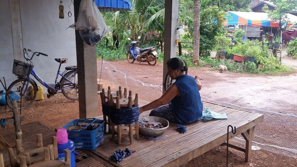 visite atelier de tissage vers Sakhon