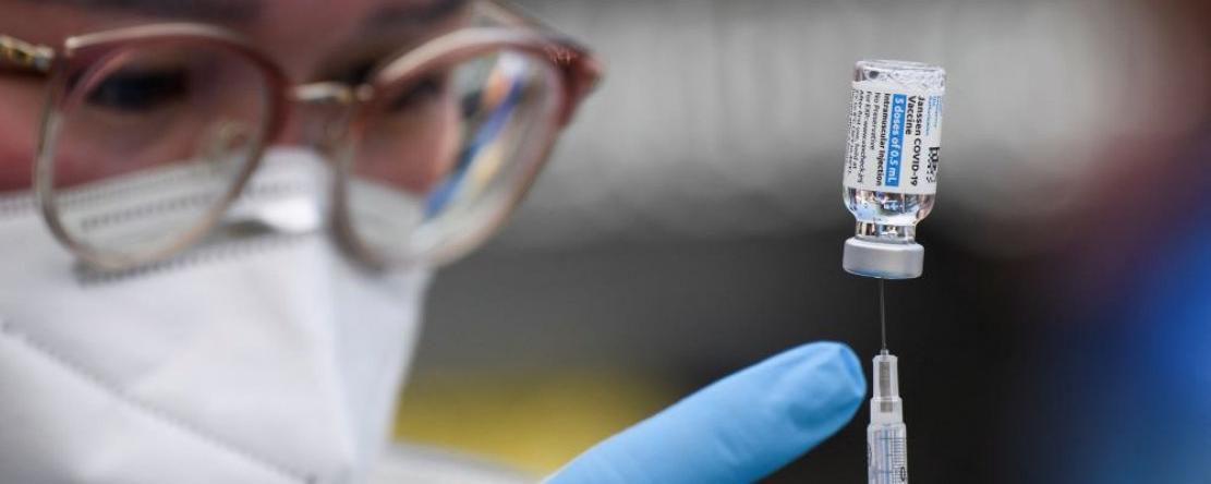 En faisant produire la protéine Spike par les cellules, vacciner revient à inoculer la maladie