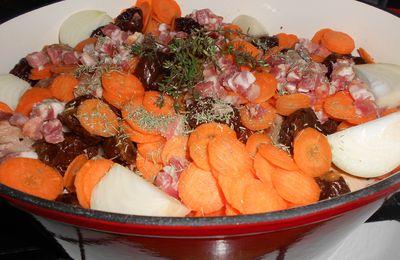 Lapin aux prunneaux, lardons et pain d'épice