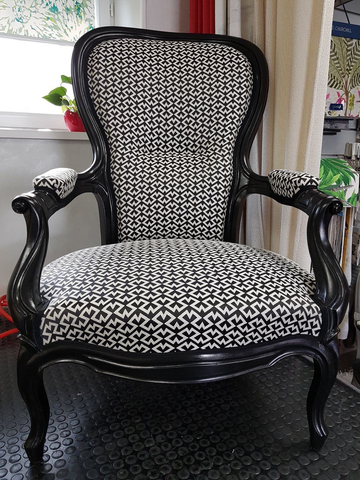 réfection de fauteuil ARABESQUE THIERS tapissier décorateur 63 puy de dome thiers