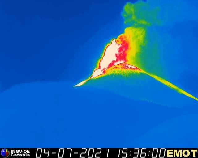 Etna SEC - the fountaining seen by the therm webcam. EMOT / INGV on 07/04/2021 / 3:36 p.m