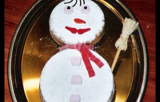 Un gâteau en forme de bonhomme de neige pour Noël...