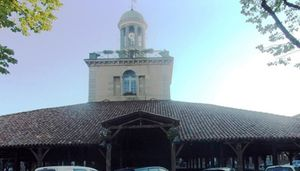 Revel - Office de tourisme et halles.