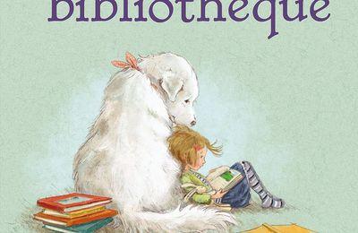 Le chien de la bibliothèque.
