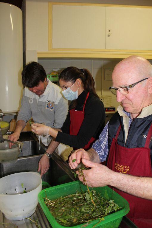 Dans le cadre d'un échange entre les clubs de Viêt Vo Dao sous la direction de Jean-François Douay et l'association Viêt Nam 17, le 27 janvier dernier nous avons pu partager de bons moments à la cuisine et assister à une démonstration de l'art