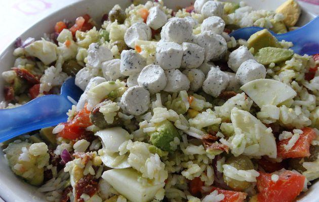 Salade de riz au fromage ail et fines herbes