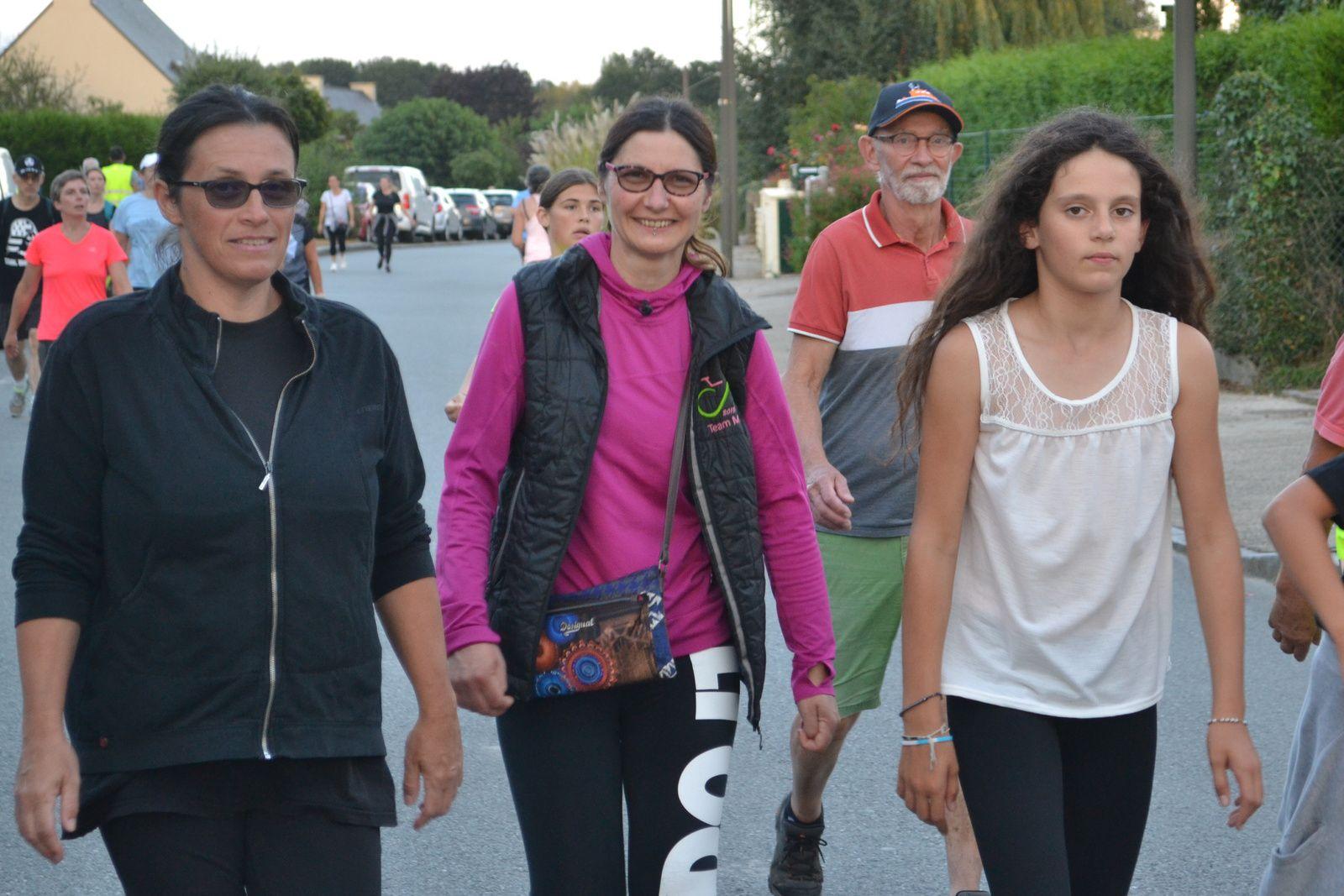 Les marcheurs du 5km marche.