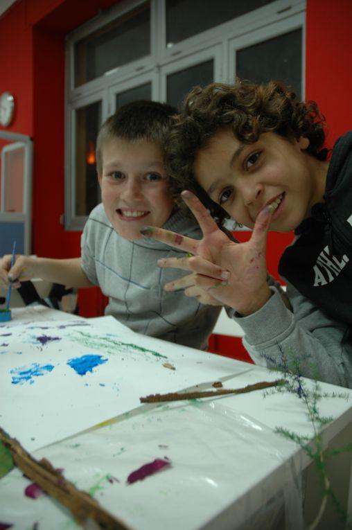 """Atelier Poterie : Préparation de la Fresque  Les élèves du primaire participant au CLAS font des recherches graphiques en peinture sur le thème de"""" La Forêt"""". Cet atelier, mené en partenariat avec l'école Trussy, les préparent à l'élaborati"""