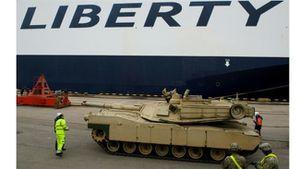 Des unités de blindés US déployées de façon permanente à la frontière russe (Press TV)