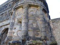Trier-Trêves-Porta-nigra-détails d'arches-colonnes-extérieures, Cl. FrancePoulain+NicolasWasylyszyn-2016
