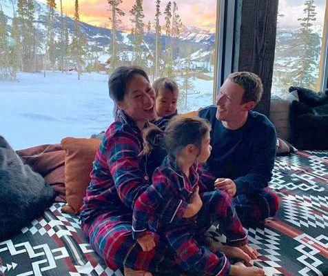 Mark Zuckerberg est l'un des hommes les plus riches et les plus actifs du monde, mais chez lui, il est un père passionné et un mari attentif.