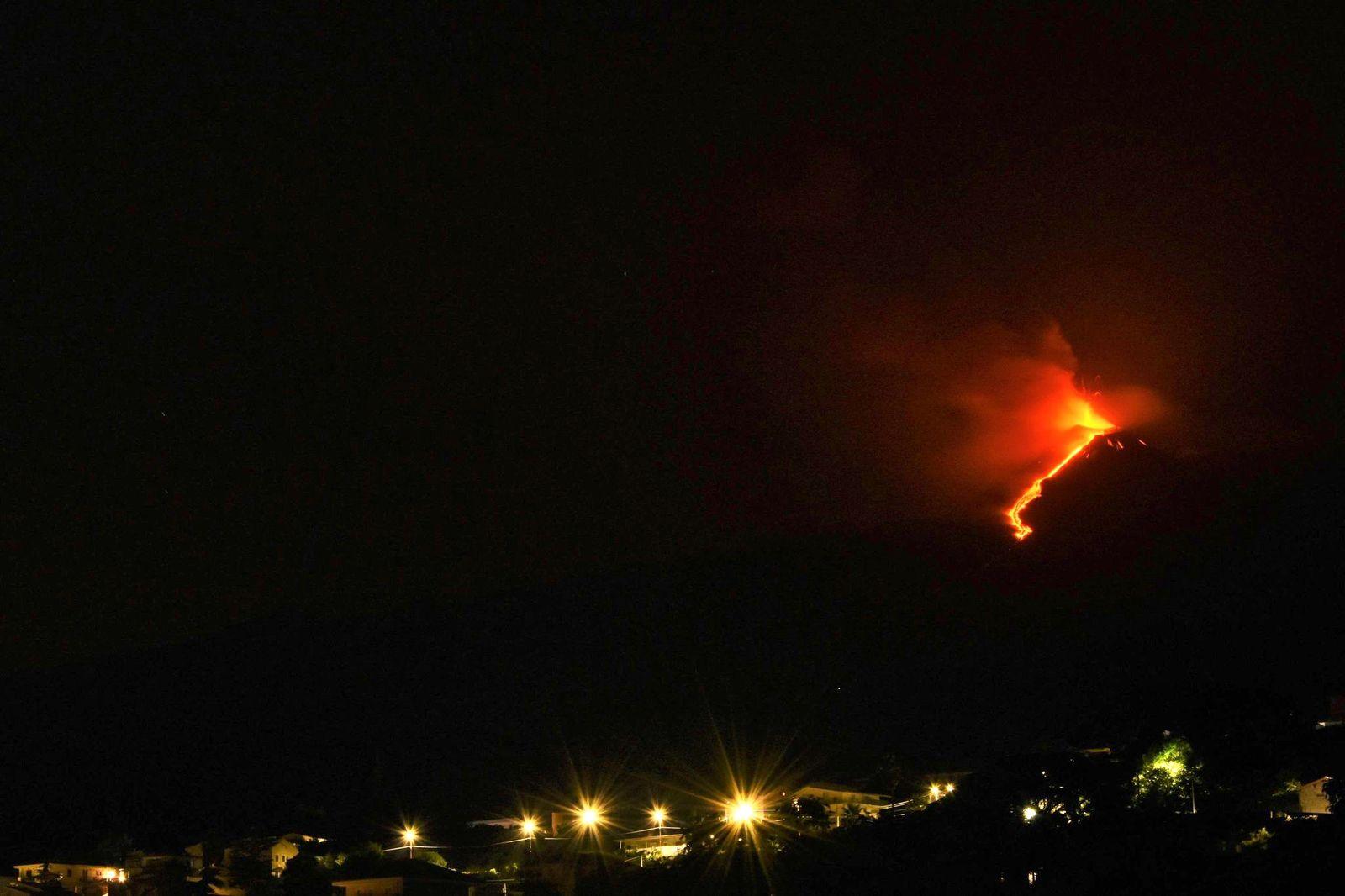Etna SEC - 09.08.2021 / 03h32 locale - photo avec l'aimable partage de© Pippo Scarpinati