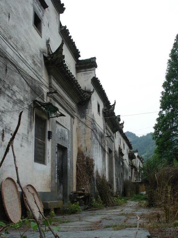 l'Anhui, la province où je vis... Xidi, Hongcun, villages inscrits au patrimoine de l'Unesco mais aussi les disctricts de Shexian, Jixi et Xiunin qui habritent de nombreux villages caractéristiques du Huizhou