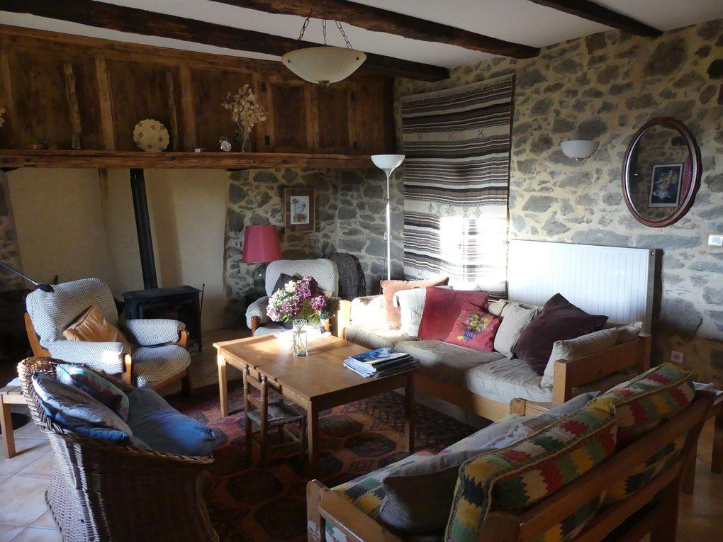 l'immense séjour, le charme de l'ancien, la chaleur du bois, la convivialité !