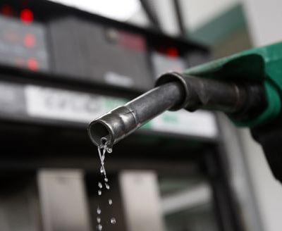 Taxe de 500 millions d'euros en vue pour les pétroliers (source : Le Figaro, 27 juin 2012 citant La Tribune)