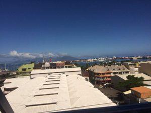 Mairie de Papeete et Moorea en toile de fond